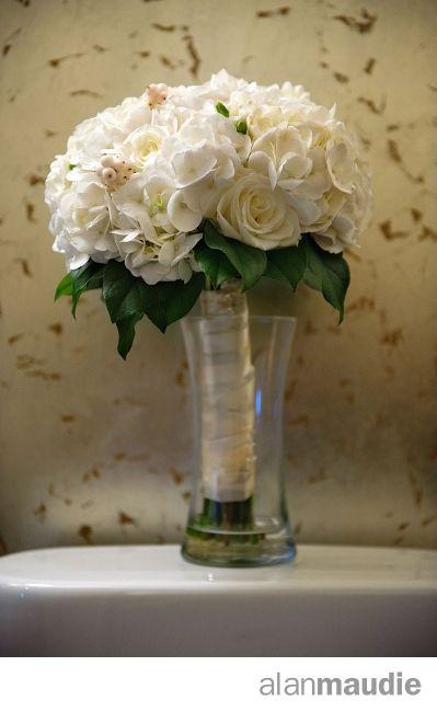 Calgary Wedding, Calgary Wedding Photographer, bride's bouquet, bridal flowers.