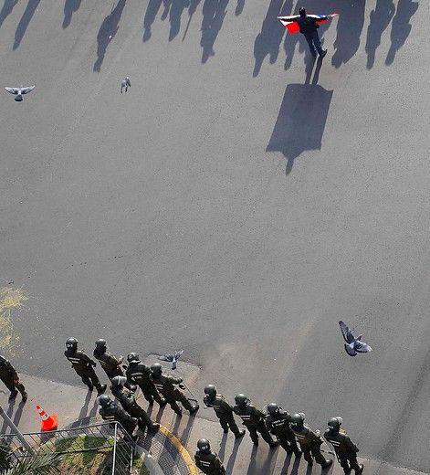 25 de Agosto de 2011_.  Con fuerte contigente policial amaneció el sector Plaza Italia por la marcha convocada, en su segundia dia de paro nacional, por la Central Unitaria de Trabajadores, CUT  FOTO:PEDRO CERDA/AGENCIAUNO