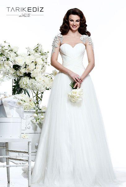 Свадебные платья Tarik Ediz с украшениями на обоих плечах