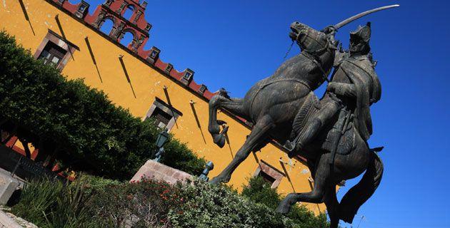 Estatua ecuestre de Ignacio Allende Guanajuato   México. Plaza Civica