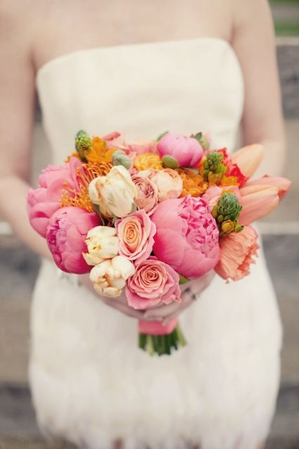 Ramo de novia en colores naranja y rosa: Floral Design, Color, Wedding Bouquets, Country Photo, Bright Peonies Bouquets, Wedding Flowers, Photo Shoots, Bridesmaid Bouquets, Pink Peonies