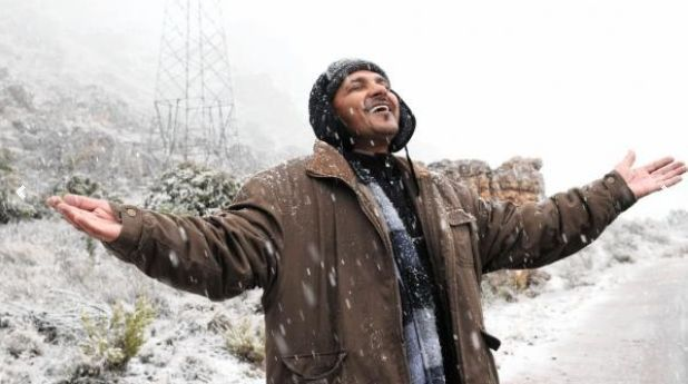 Aziz Hartley experienced one of the first snow falls this year on the Gydo Pass (R303) just outside Ceres.   Photo: Tracey Adams, Cape Argus