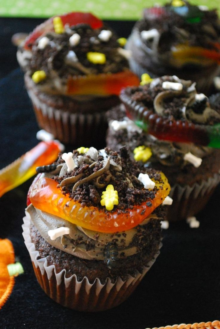 Halloween Cupcake Decorating Ideas Gummy Worms : 1000+ ideas about Dirt Cupcakes on Pinterest Worms In ...