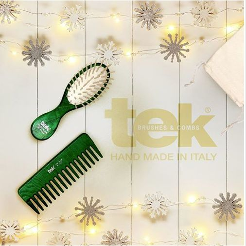 Find out on www.tekitaly.it our Christmas Gift Box. Tek is the best for your hair #hair #christmas #gift #promo #comb #brush