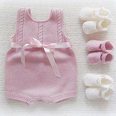 Instagram media maria_carapim - #baby #babyclothing #babyclothes #babybooties #babyromper #romper #bow #babyknitwear #handmade #babygirl #yarn #instaknit #bebé #roupadebebé #bow #babyspam #booties #pink #babyboutique #feitoàmão #babyknits #babyfashion #fofo #instababy #babyboy #braids #babybooties #mariacarapim