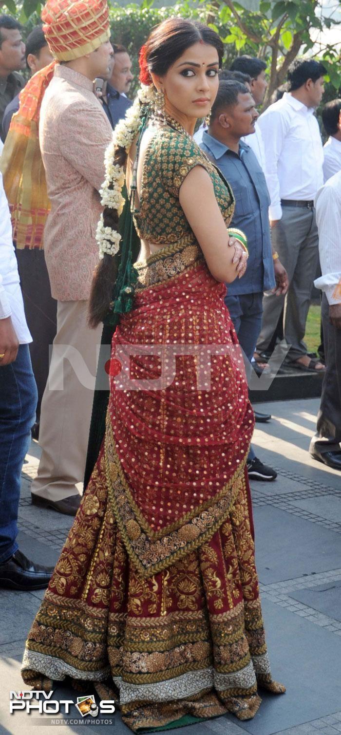 Riteish, Genelia at family wedding