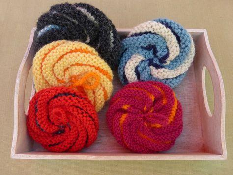 Des éponges écolos au tricot Sympa pour finir ses pelotes . Et puis c'est lavable.