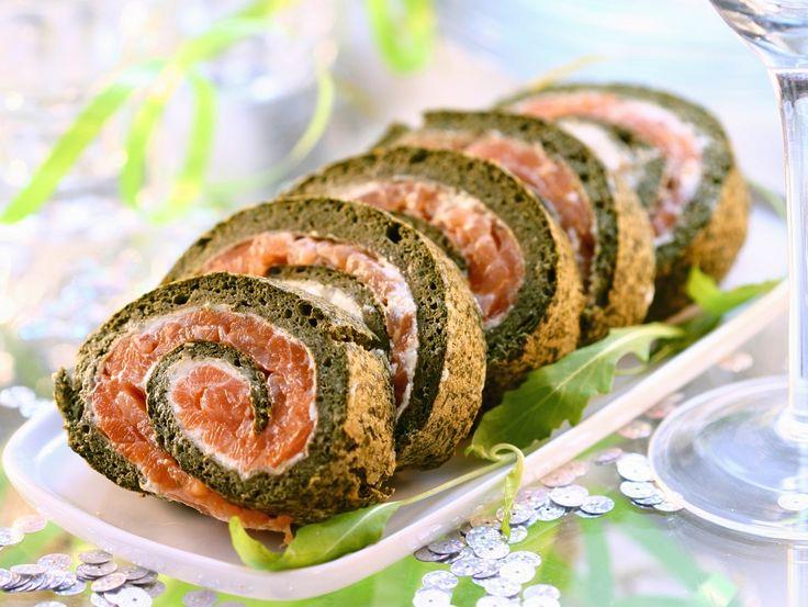 Weihnachtliche Lachsrolle   Kalorien: 214 Kcal - Zeit: 40 Min.   http://eatsmarter.de/rezepte/weihnachtliche-lachsrolle