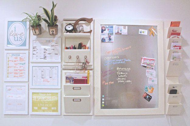 Als je echt wilt om de koning of koningin van de organisatie, outfit een muur met een commandocentrum. | 37 Insanely Clever Organization Tips To Make Your Family's Lives Easier