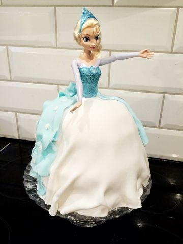 My cake for Elviras 5th birthday!  Elsa tårta Frozen