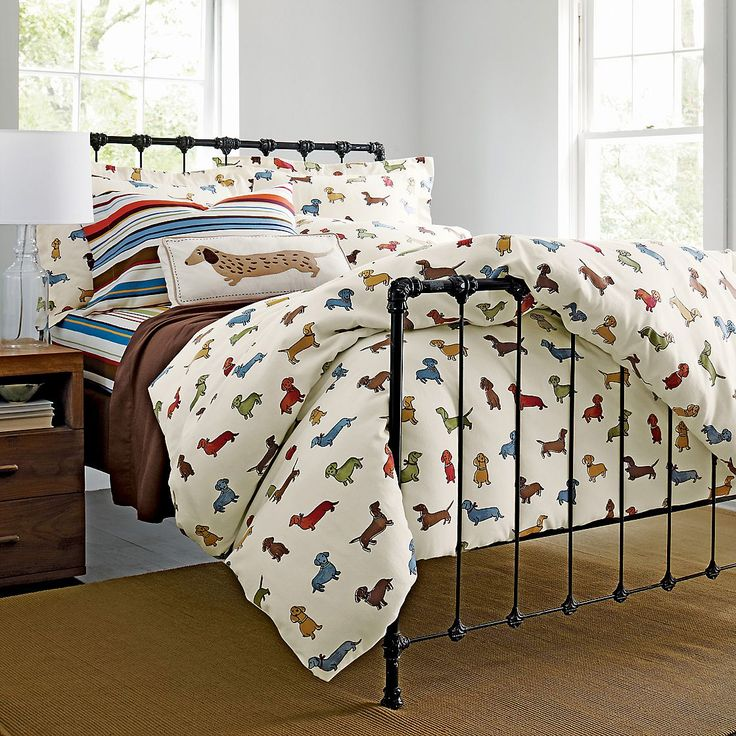 Daschund flannel duvet cover and sheet! I so want these! Although,it would make me seem like a crazy dog lady,maybe if i had a guest room? @karenardelean you need these