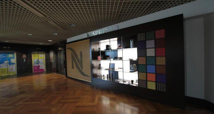 Entrada nas instalações da Nestlé em Lisboa, Portugal