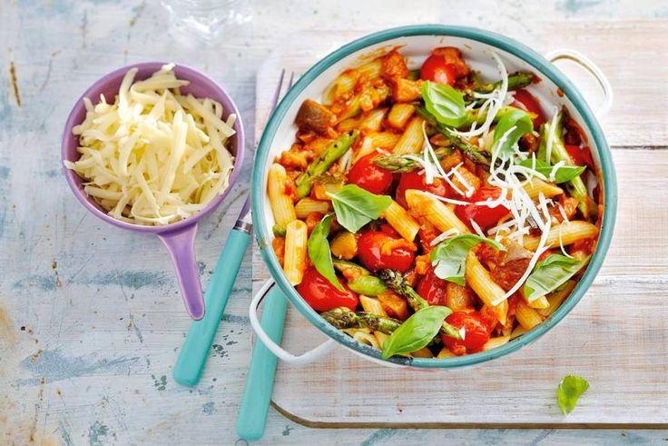 Door de asperges te grillen, blijven ze lekker knapperig - Recept - Allerhande