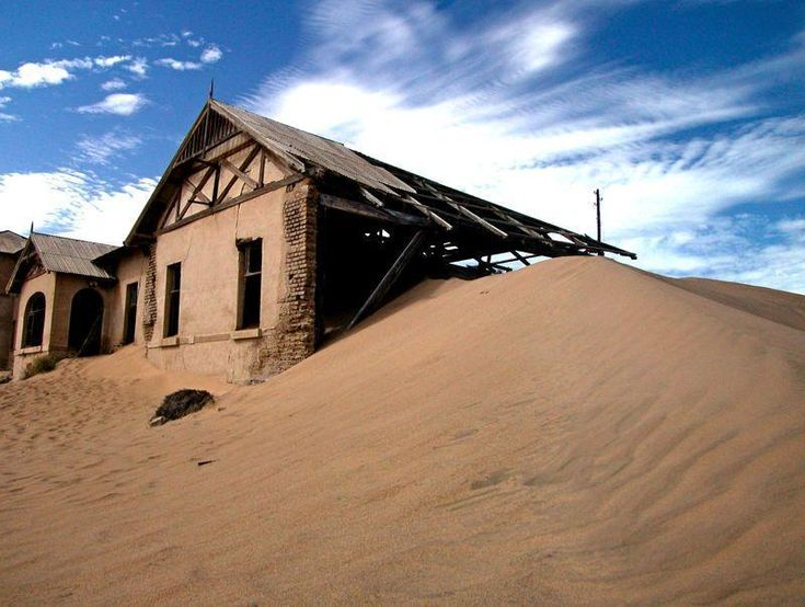 Kolmanskop nel deserto della Namibia
