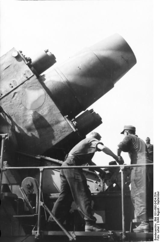 """""""Ziu"""" German 600mm caliber mortar of type """"Karl"""" used for bombing of Warsaw Old Town from Sowiński Park in Wola district. Warsaw Uprising, 1944-08-18 - 1944-09-21"""