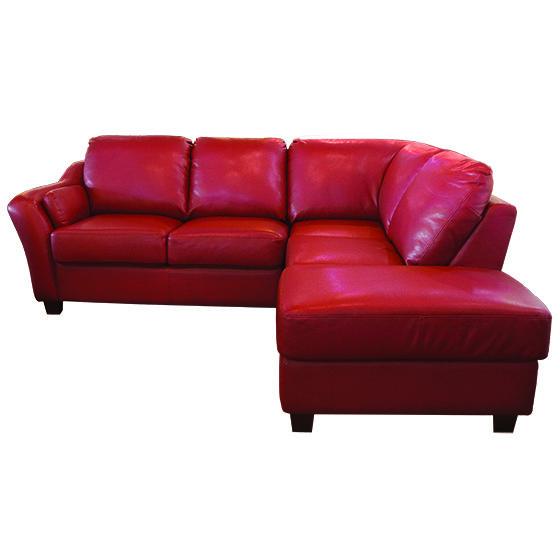 Sectionnel - MARANELLO - Rodi - Laval / Longueuil - Ce sofa est parfait pour les familles désirant un style contemporain et ayant de jeunes enfants. Son revêtement de fibres synthétiques imitant le cuir est hautement résistant et lavable. Elle offre un confort ferme et ses hautes pattes noires lui confère un look distingué. Elle saura, à coup sûr, valoriser votre décor.