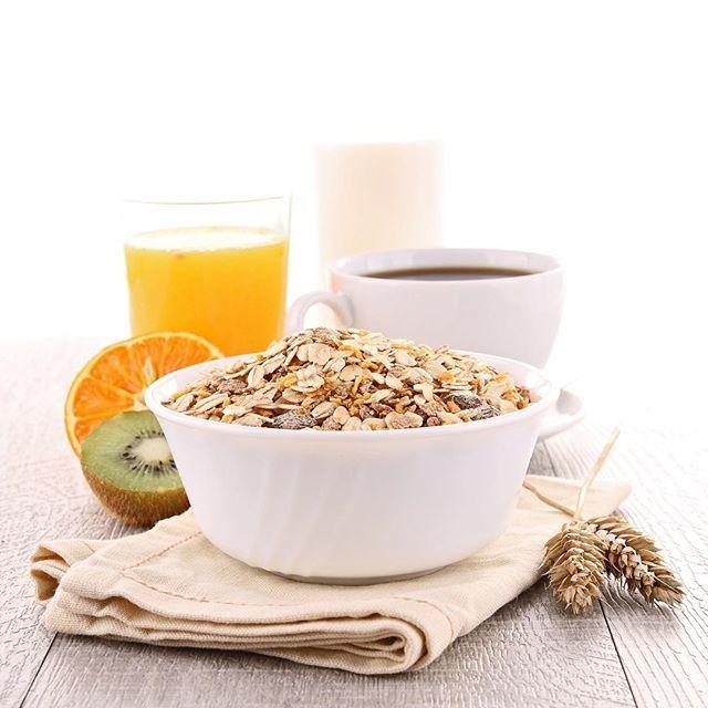 Un  buen desayuno para empezar el fin de semana! Que planes tenéis?⠀☕️ ⠀ ---⠀ ⠀ It's time to have a Good breakfast to start the weekend! What plans do you have?⠀ ⠀ ⠀@bassols_1790