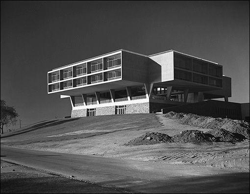 Milwaukee War Memorial, Milwaukee Wis., by Eero Saarinen. Esto Gallery: Brutalism - Architect Magazine