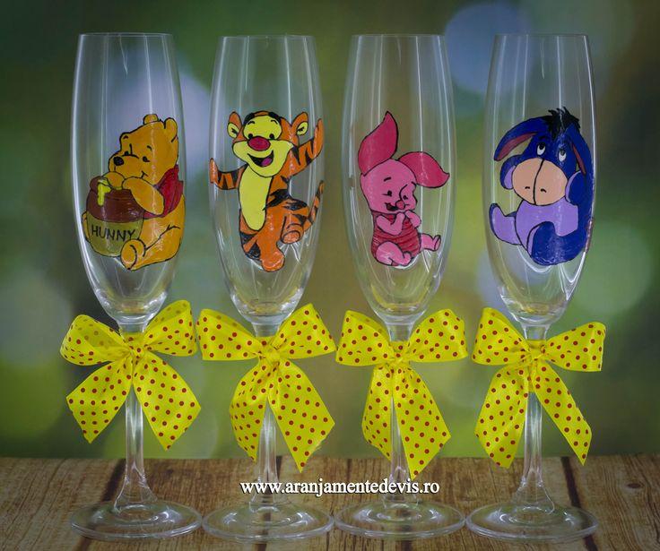 Pahare pictate manual cu personajele din desenul Winnie the Pooh