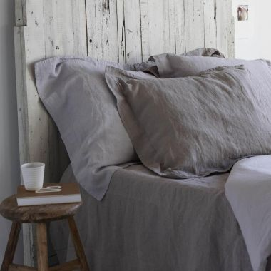 nuetral grey sheets! love it, so simple yet so stylish!