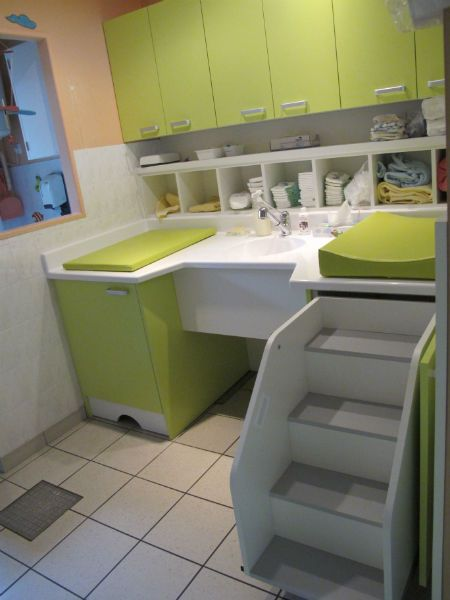 21 best toiletten images on pinterest day care - Table a langer adaptable sur commode ...