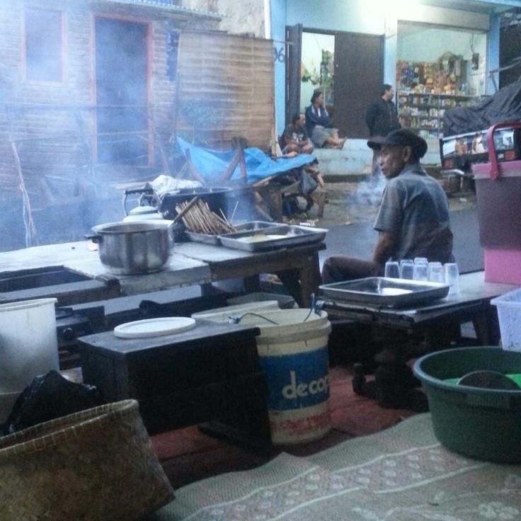 """Sarapan sate pagi"""" #Punclut, Bandung"""