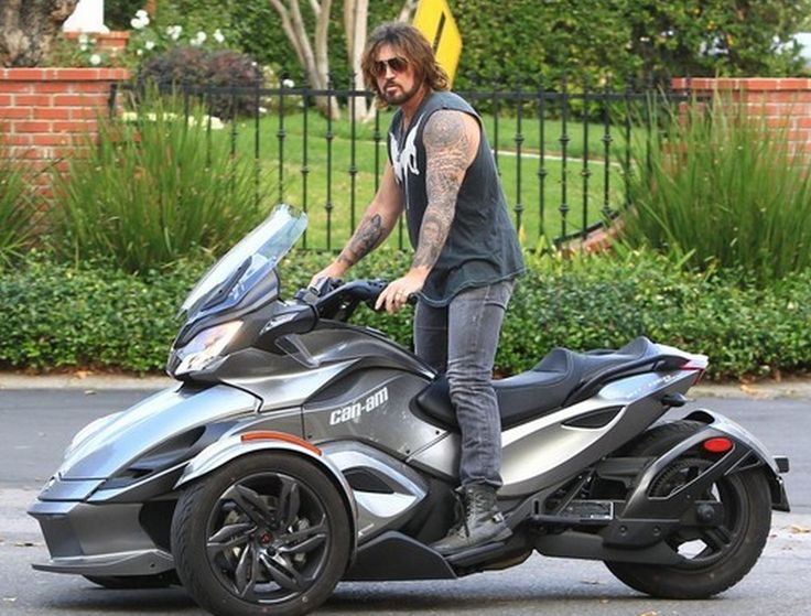 Billy Ray Cyrus Gets Around in a Can-Am Spyder Roadster