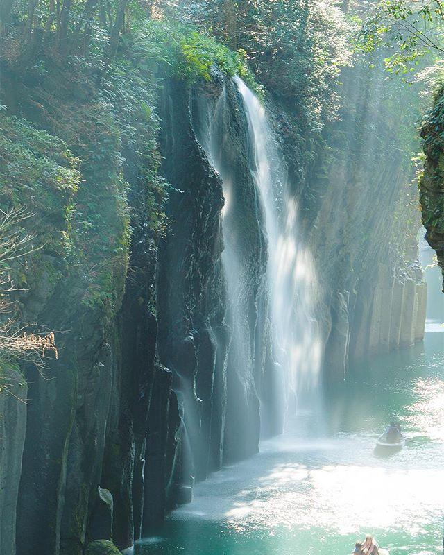 """""""在 #九州 的 #高千穗峽 最近在 IG 超火熱的!⠀ ⠀ 高千穗峽是位於宮崎縣的個峽谷,現被列為日本的名勝、天然紀念物。這張照片就是在峽谷內最著名真名井瀑布。⠀ ⠀ 附近還有壺穴、槍飛橋和淡水魚水族館等風景,夏天可以此享受流水素麵。⠀ ⠀ #日本 #景點 #美景 #自由行 #Japan #旅遊 #Japan #japanese #japanesefood #instagramjapan #madeinjapan #japantrip #instajapan #japantravel #japaneseculture #explorejapan #TravelJapan #travel #Travelgram #instatravel #Travelphotography #instatraveling #travelpics #travelphoto"""" by @spicetaiwan. #fslc #followshoutoutlikecomment #TagsForLikesFSLC #TagsForLikesApp #follow #shoutout #followme…"""