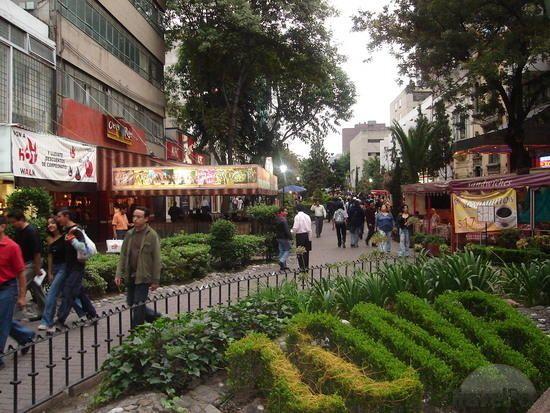 Mexico City Zona Rosa mexico tourist attractions photos   promenade-at-in-the-zona-rosa-zona-rosa-mexico-city-mexico-city.jpg