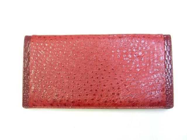 Wonderful quality ladies emu and kangaroo leather purse. Emu leather is uniquely Australian with its distinct follicle. It is soft and durable and meant to be enjoyed every day!