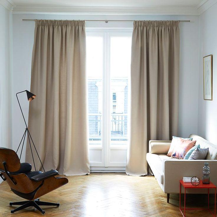 Léger et fluide, le rideau uni obscurcissant LINA présente des coloris à la fois profonds et mats. Il existe avec une finition à oeillets ou à ruban fronceur. La hauteur est ajustable. Le rideau est livré avec sa bande thermocollante. Facile d'entretien.