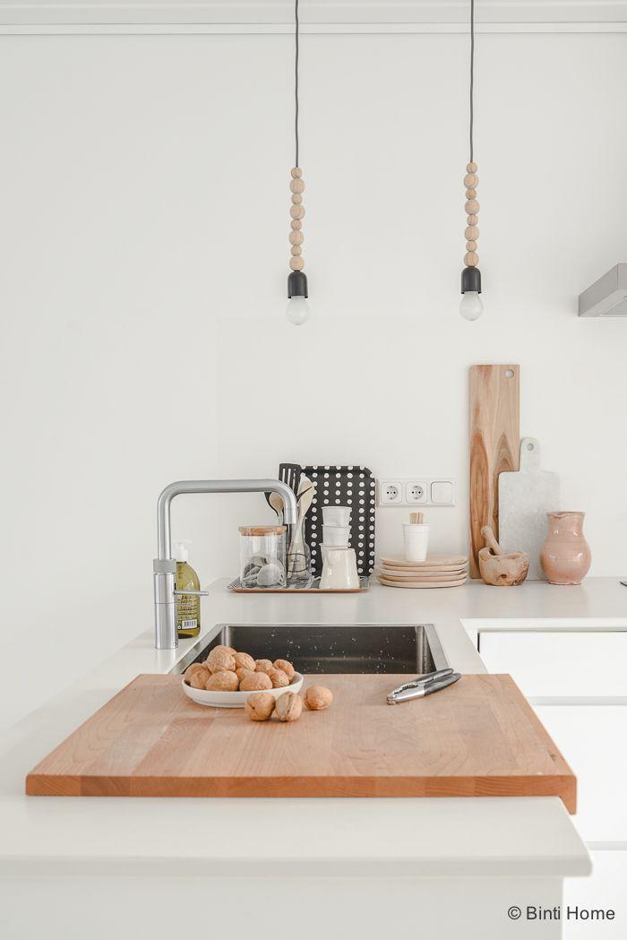 Interieurinspiratie eettafel in een witte keuken ©BintiHome-3