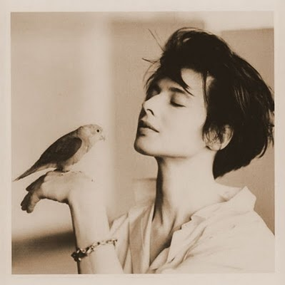 // Isabella Rossellini via fenêtre sur la cour (this might be my favorite Rossellini photo ever)