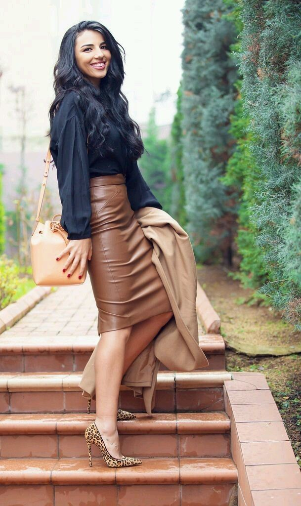 b359835863 Classy heels Business Outfit Frau, Business Outfits, Business Attire, Leather  Pencil Skirts,