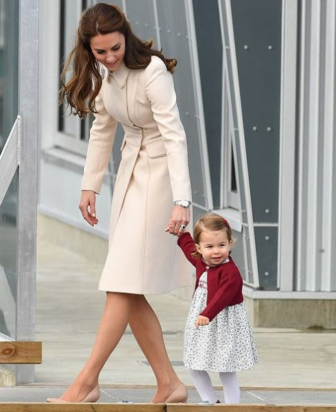 Kate Middleton and Prince William, Prince George and Princess Charlotte at  Victoria Harbour Airport in