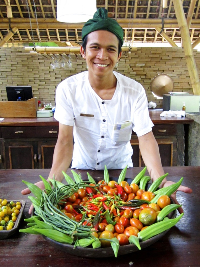 Ingredients: A staffer with the Dapoer at Bambu Indah restaurant shows a set of fresh vegetables that are used in the kitchen. (Photo courtesy of Dulce Photography).