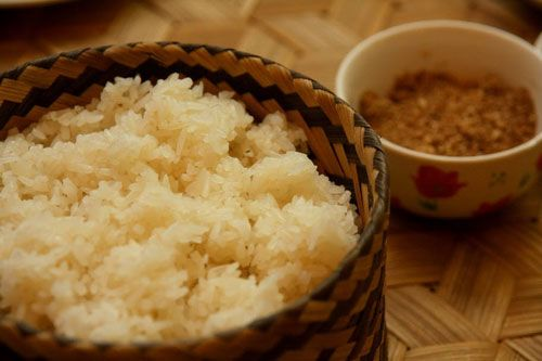 Xôi nếp Lào thường được nấu không, hoặc nấu với Lạc