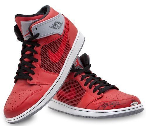 MICHAEL JORDAN Signed Authentic Jordan Retro 1's Shoes UDA LE 23