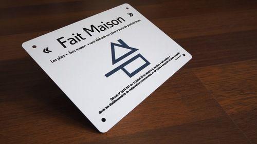"""Plaque Restaurant mention logo """"Fait Maison"""" Aluminium 150x200mm avec vis et caches vis chromés"""