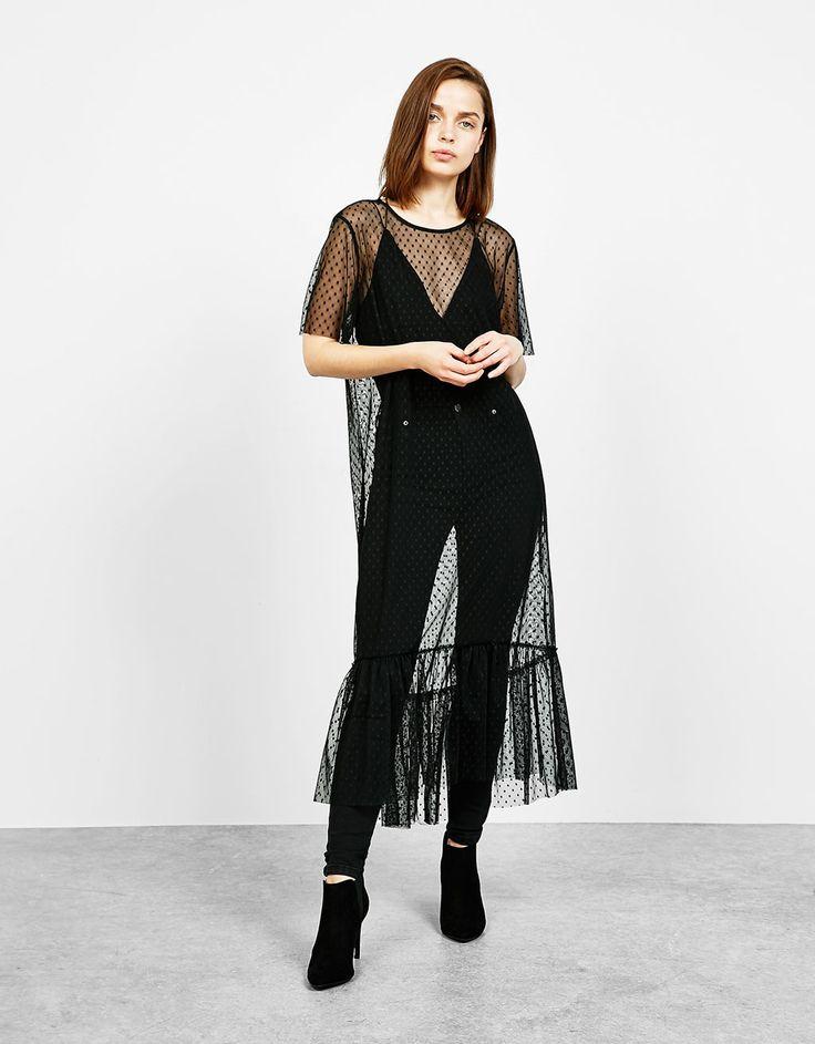 Vestido largo plumeti. Descubre ésta y muchas otras prendas en Bershka con nuevos productos cada semana