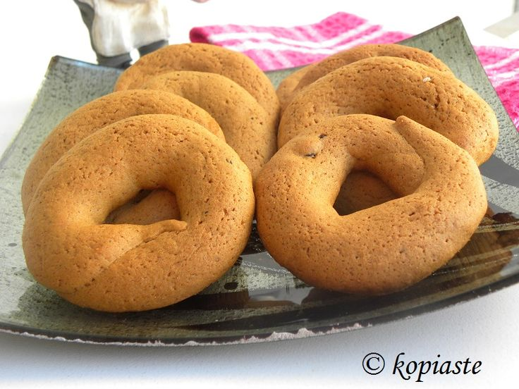 Moustokouloura, pronounced Moo-stoh_KOU_lou-ra, are Greek cookies made with either fresh grape juice or petimezi, which is concentrated grape syrup. #Cookies #must_cookies #Greek_food