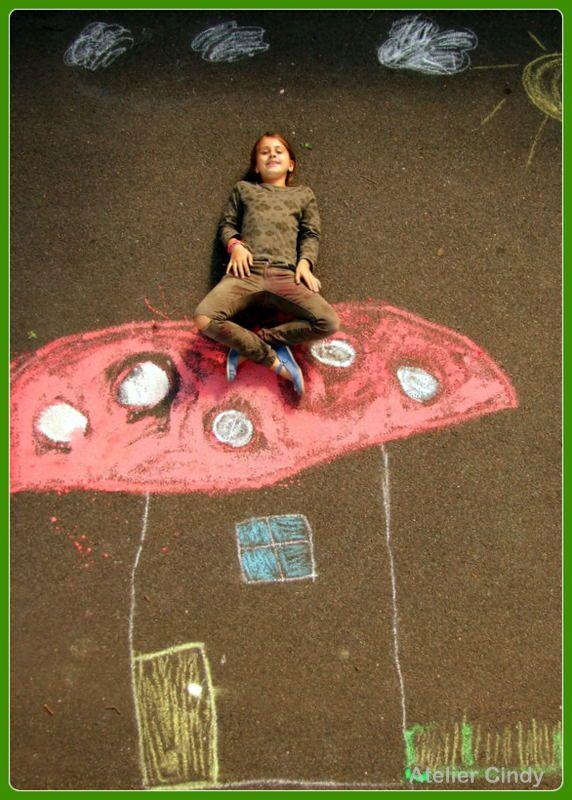 """""""Straatkunst met een glimlach"""" """"Op een grote paddenstoel, rood met witte stippen..."""" Gemaakt door een sprookje bij Atelier Cindy"""