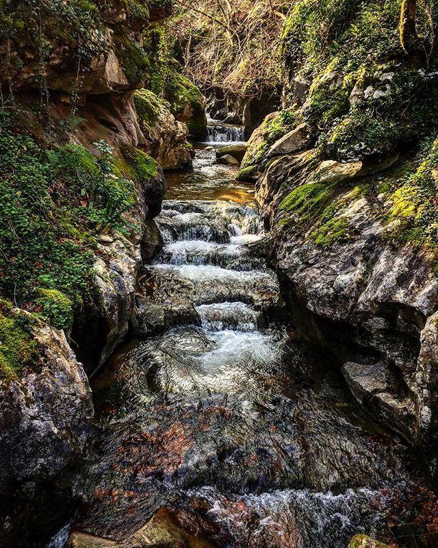 Zugarramurdi, mucho para ver, mucho para disfrutar, además del asombro de la cueva de las brujas. Pasea y descubre un pueblo y un entorno que te enamorará.  #Navarra (Foto: @mikelazpi / Instagram)