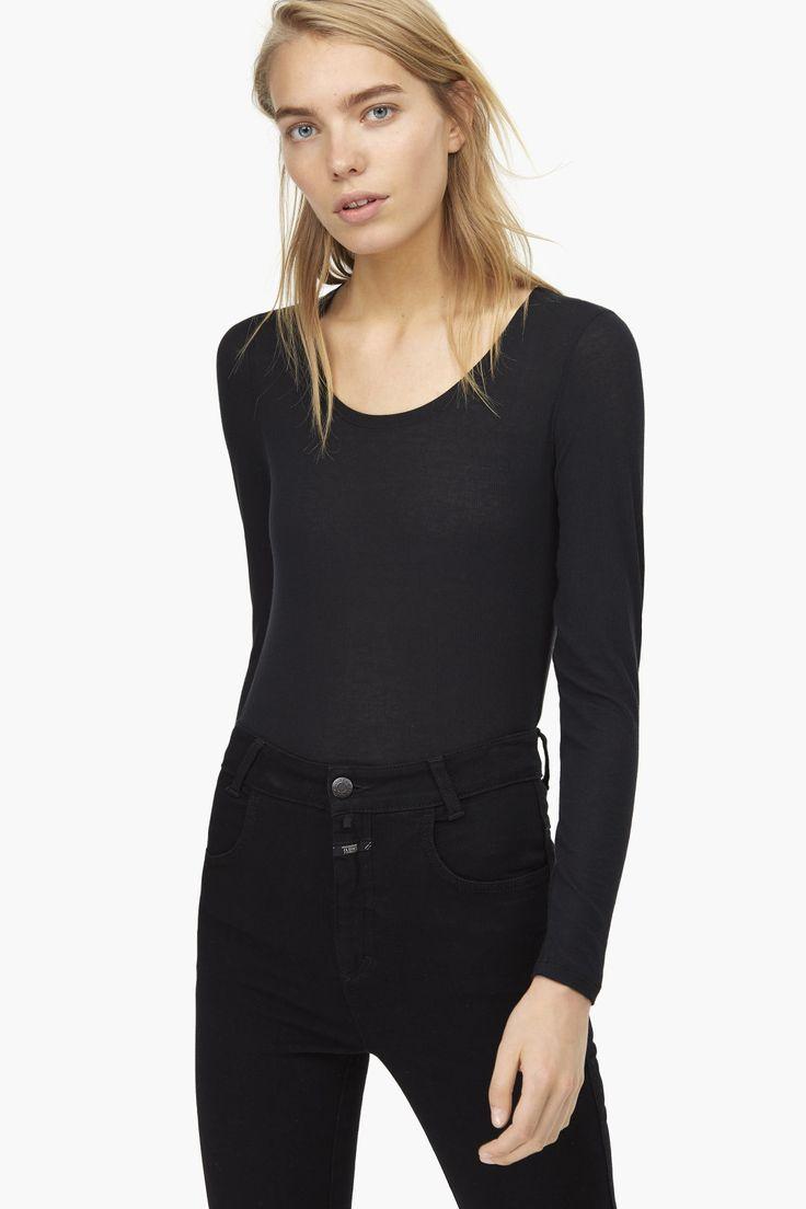 Langarmshirt mit kaschmir capsule wardrobe for Minimalistischer kleiderschrank