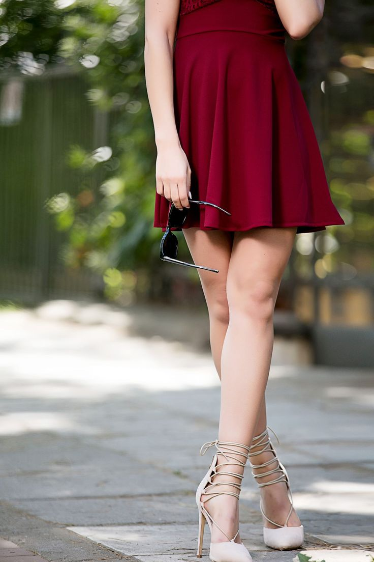 Regular to close-fitted line. Strappy and suede high heels. Back gold zip fastening. Lace-up straps at the ankles. Stiletto heel. Heel Height 12 cm.  https://www.modaboom.com/muteri-gova-me-kordonia-roz-apalo.html
