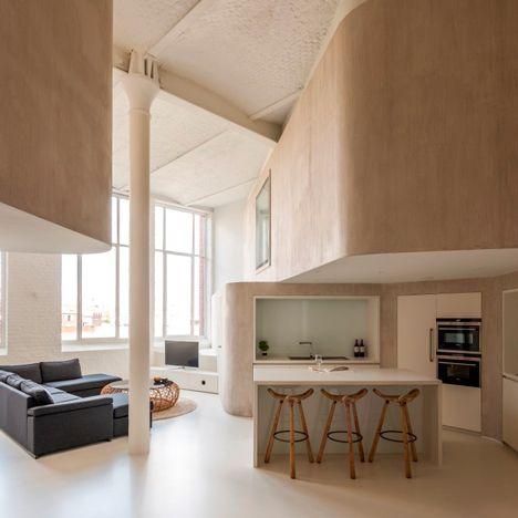 Niet alleen mooie en strakke vormgeving maar ook aandacht voor diversiteit aan plekken (statig en ruim maar ook beschut en teruggetrokken). Een mooi EN fijn huis dus!