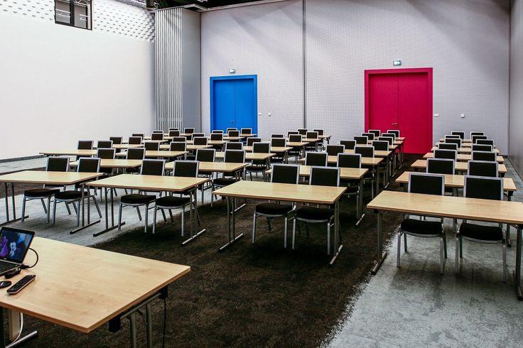 Kampus Digital Knowladge Village oferuje sześć nowoczesnych sal szkoleniowych opowierzchniach: 54 m2 lub 110 m2. Przestrzenie pozwalają na realizację zarównotypowych szkoleń, jak i większych warsztatów. Wszystkie pomieszczenia sąklimatyzowane, wyposażone wnowoczesne projektory HD oraz niezbędne pomoce m. in flipcharty, notesy i długopisy, głośniki, dodatkowe ekrany LCD, oferujątakżedostęp do bezprzewodowego internetu. Sale mogą być wykorzystywane niezależnie od siebie. Każda z nich…