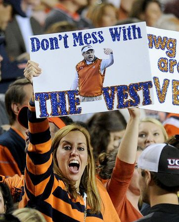 #Auburn game day extras: 31 photos of fans, cheerleaders and PGA champion Jason Dufner...Love Laurie :)