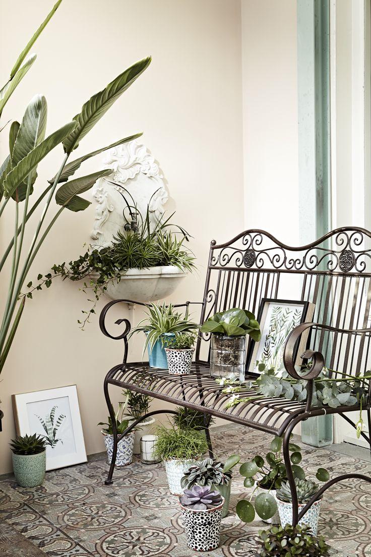In Ihrem Verwunschenen Garten Machen Sie Es Sich Mit Der Terrace Hill Bank  Aus Eisen Gemütlich