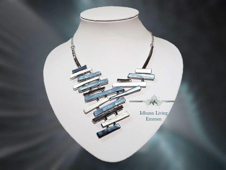 Moderne dames halsketting kort. Zilverkleur. Diverse tinten blauw.